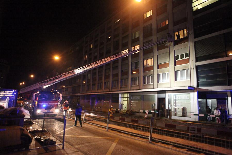 Feu de containers dans un immeuble de la rue du stand 16 for Immeuble en container