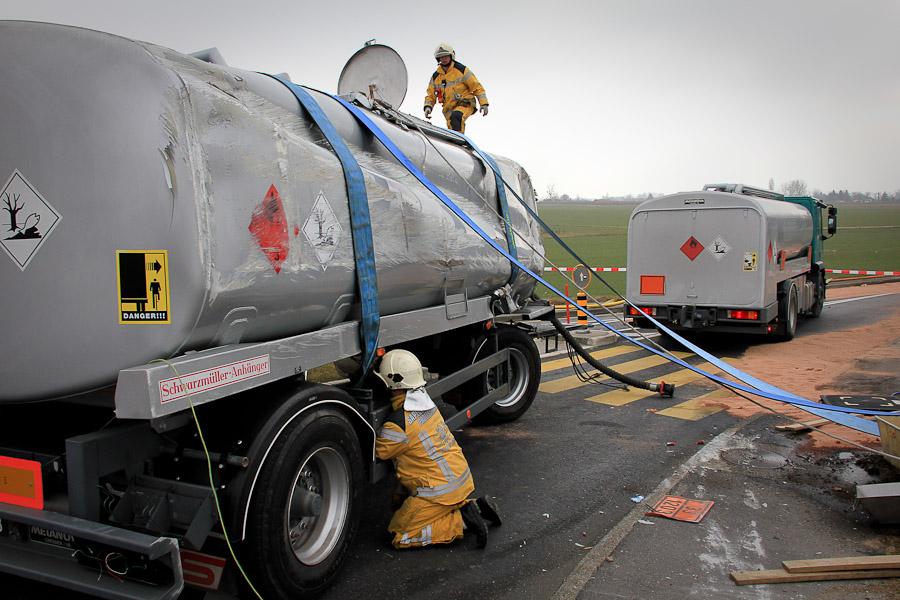 Une remorque citerne se renverse jussy for Camion citerne eau remplissage piscine