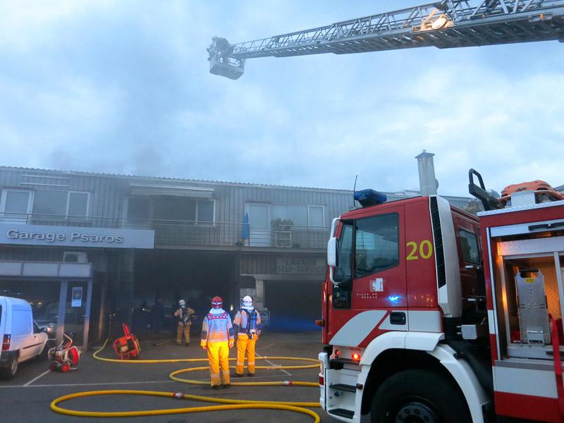 Voiture en feu dans un garage incendies for Voiture dans un garage