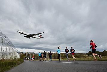 Courez dans la magnifique campagne genevoise avec le 20 Km de Genève by Genève Aéroport