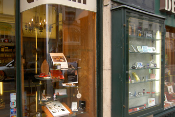 Exemple de vitrine en saillie d'un magasin