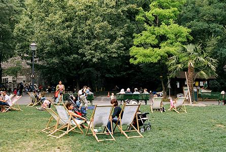 Gratuites Installations Longues Dans Les Parcs Des Chaises 0wNkXZnOP8