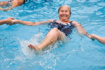 Cours de gymnastique aquatique pour seniors d s 55 ans for Piscine varembe