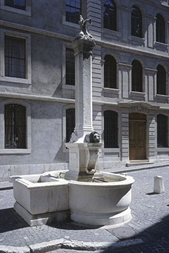 Fontaine de la place du Grand-Mézel